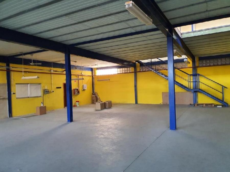 Nave industrial, La Pobla de Farnalls, 46139